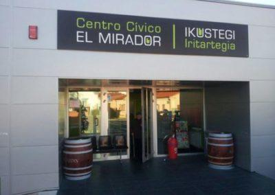 Reforma Baños Club de Jubilados y Sala Polivalente Noain
